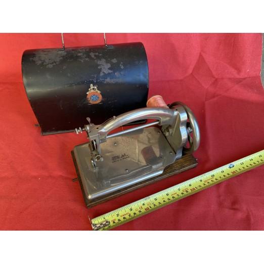 Antique Sewing Machine 04